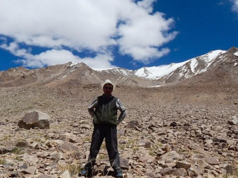 A local guide stands near Shali Kangri glacier in the Ladakh region of the Indian Himalayas. Hélène Lapierre-Messier